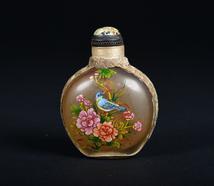 A GLASS-MOUNTED ENAMELLED SILVER SNUFF BOTTLE