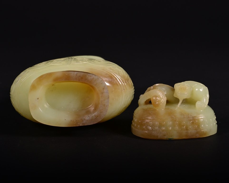 A CARVED YELLOW JADE VASE AND COVER - 7