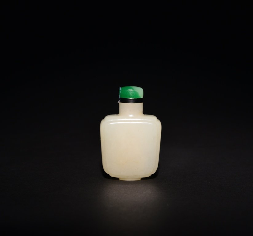 A WHITE JADE SNUFF BOTTLE - 2