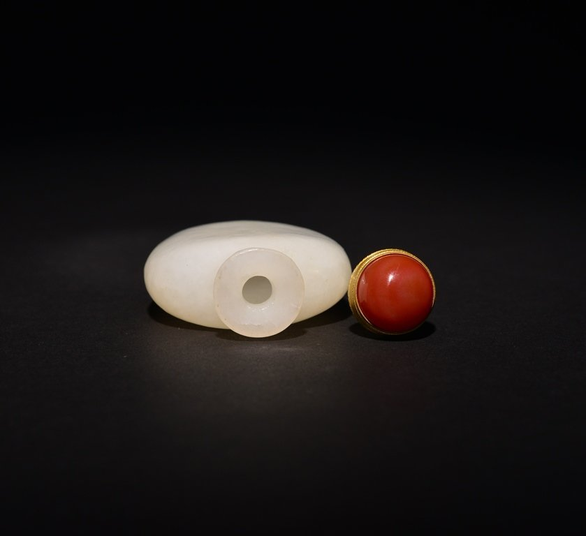 A WHITE JADE SNUFF BOTTLE - 5
