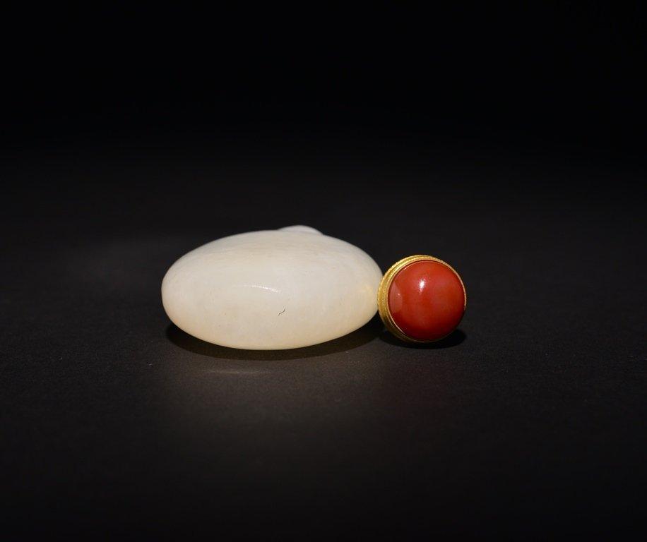 A WHITE JADE SNUFF BOTTLE - 6