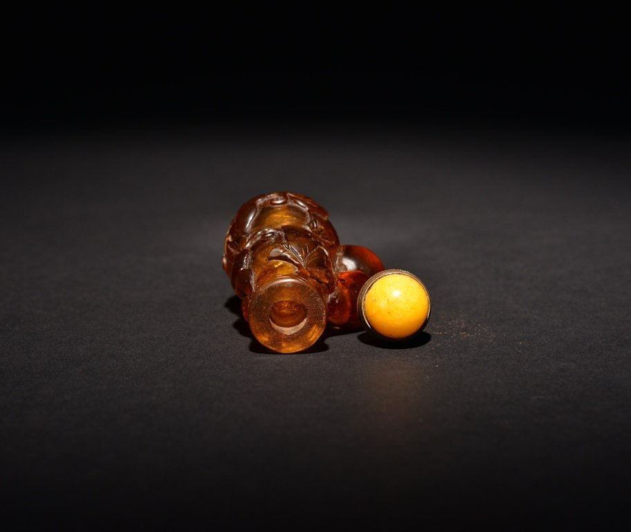 A CARVED GLASS SNUFF BOTTLE - 4
