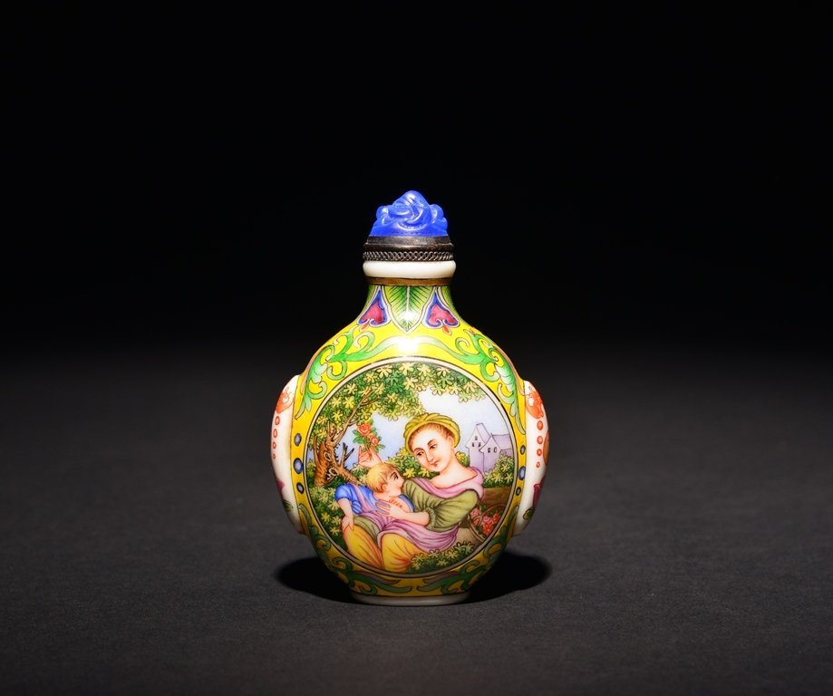 A PAINTED ENAMEL 'EUROPEAN LADY' WHITE GLASS SNUFF