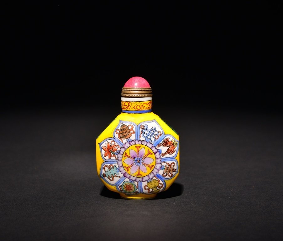 A PAINTED ENAMEL WHITE GLASS SNUFF BOTTLE - 2
