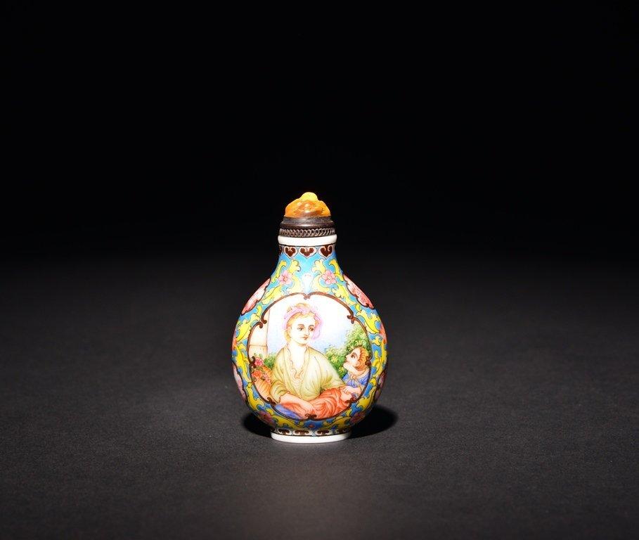 A PAINTED ENAMEL 'EUROPEAN LADY' WHITE GLASS SNUFF - 2
