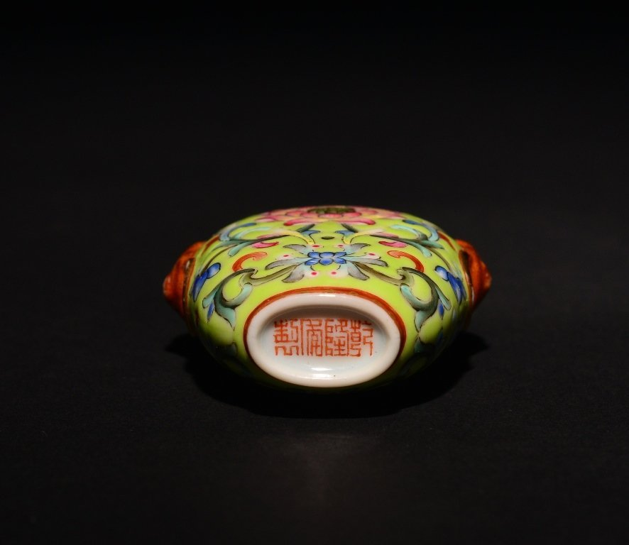 A FAMILLE-ROSE SNUFF BOTTLE - 5