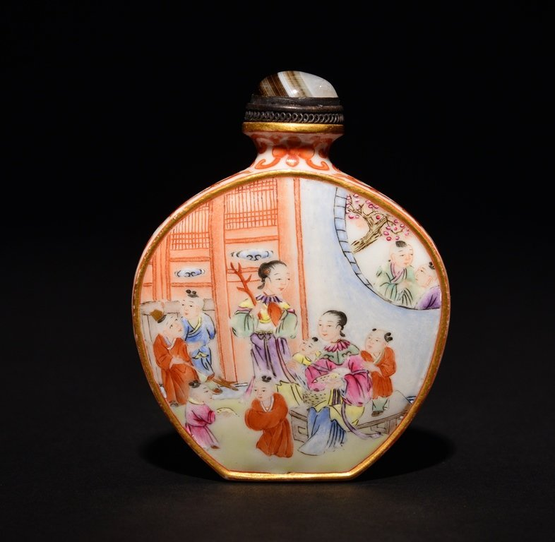 A FAMILLE-ROSE SNUFF BOTTLE - 2
