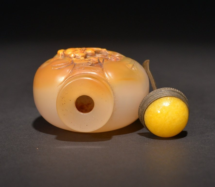 A CARVED AGATE SNUFF BOTTLE - 4