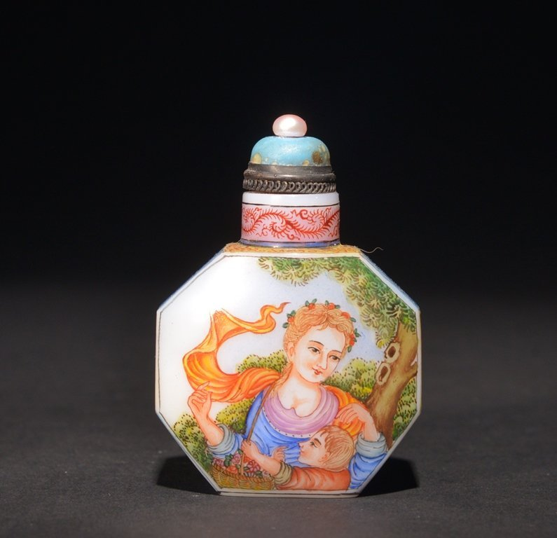 A ENAMELLED GLASS 'EUROPEAN' SUBJECT SNUFF BOTTLE
