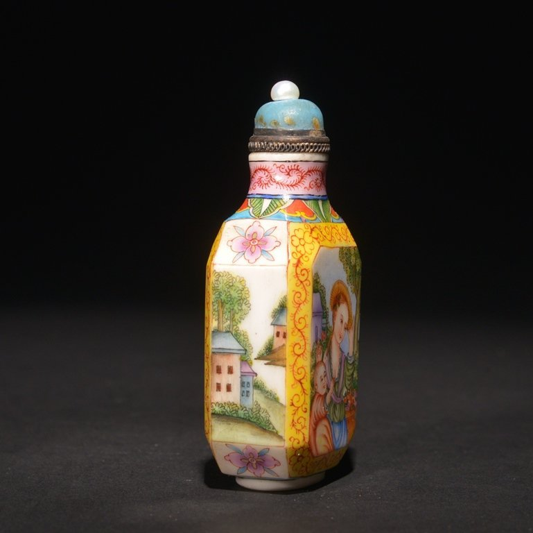 A ENAMELLED GLASS 'EUROPEAN' SUBJECT SNUFF BOTTLE - 3