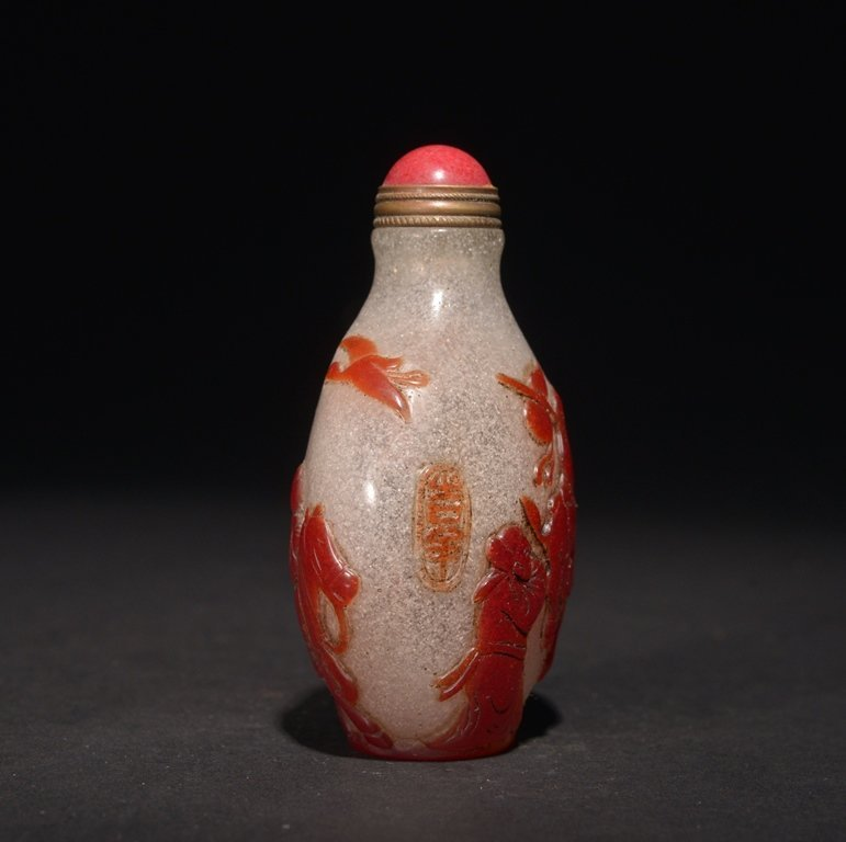 A CARVED RED-OVERLAY GLASS SNUFF BOTTLE - 4