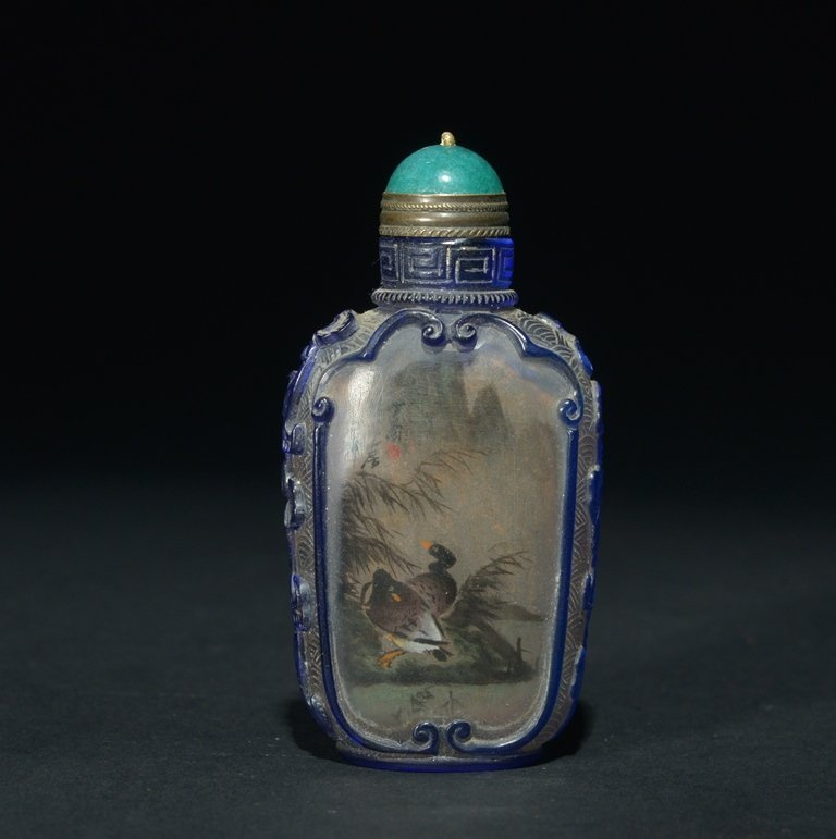 A BLUE-OVERLAY INSIDE-PAINTED GLASS SNUFF BOTTLE