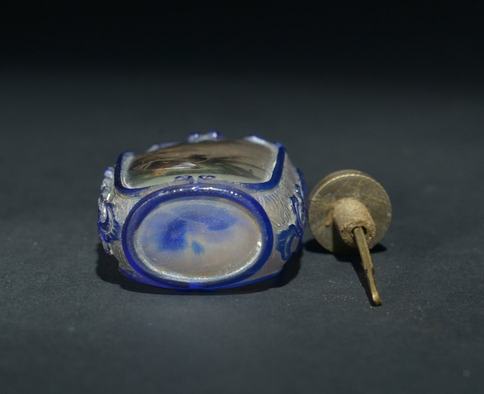 A BLUE-OVERLAY INSIDE-PAINTED GLASS SNUFF BOTTLE - 5