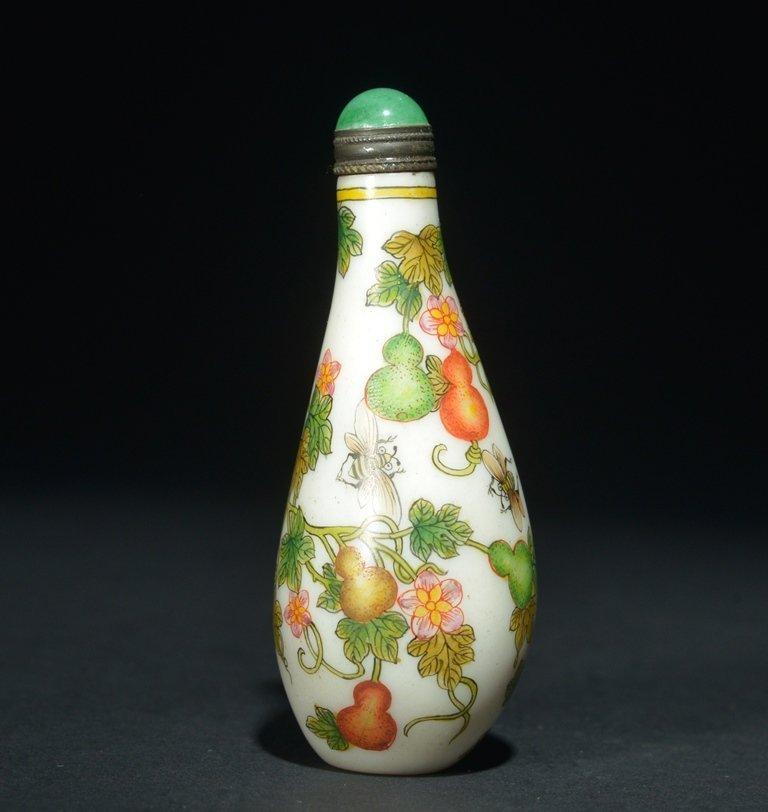 A ENAMELLED GLASS 'DOUBLE-GOURD' SNUFF BOTTLE