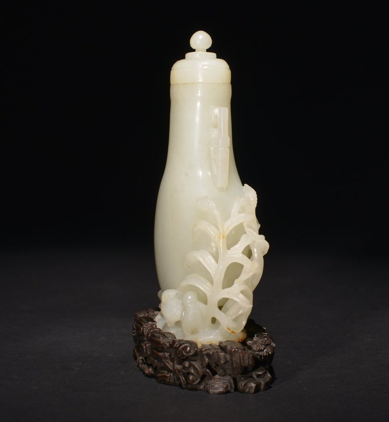 AN INSCRIBED IMPERIAL WHITE JADE VASE AND COVER - 3