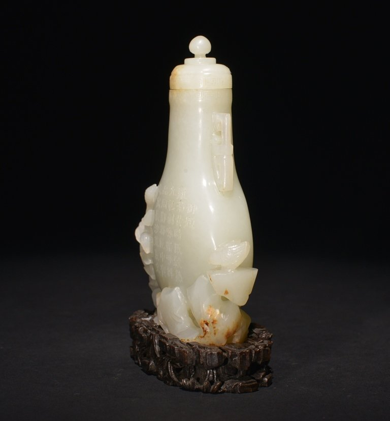 AN INSCRIBED IMPERIAL WHITE JADE VASE AND COVER - 4