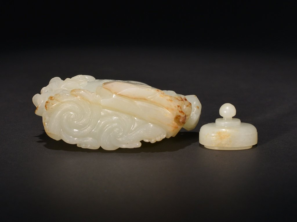 AN INSCRIBED IMPERIAL WHITE JADE VASE AND COVER - 5