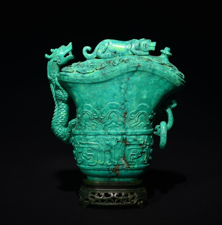 A CARVED TURQUOISE DRAGON VASE AND COVER