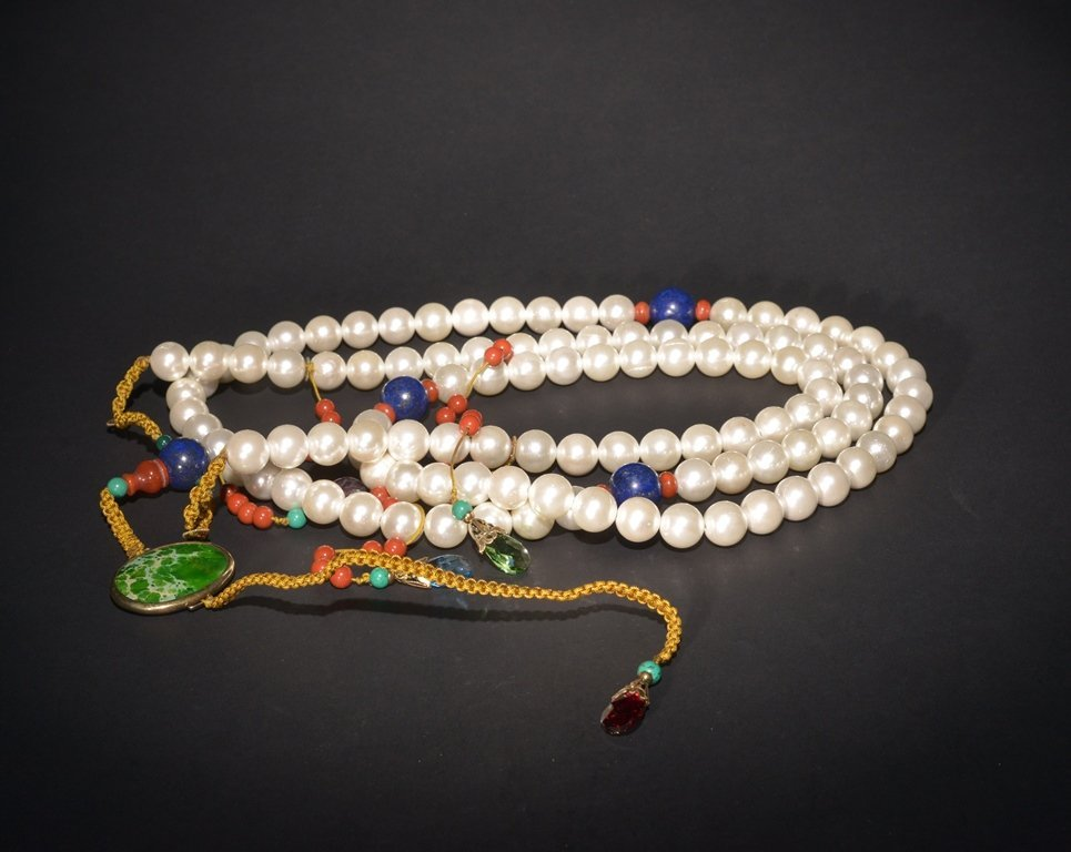 A CHINESE MOTHER OF PEARL COURT NECKLACE