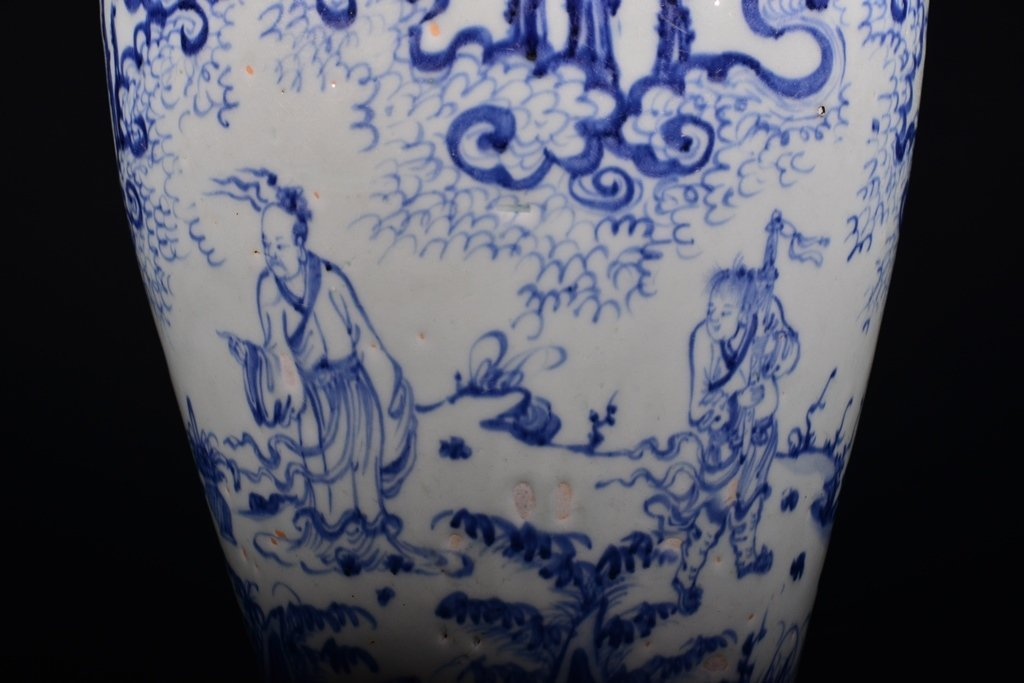 A BLUE AND WHITE MEIPING - 6