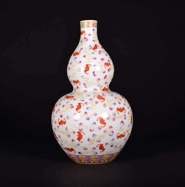 A FAMILLE-ROSE DOUBLE-GOURD VASE