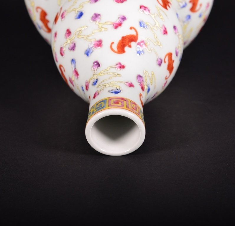 A FAMILLE-ROSE DOUBLE-GOURD VASE - 3