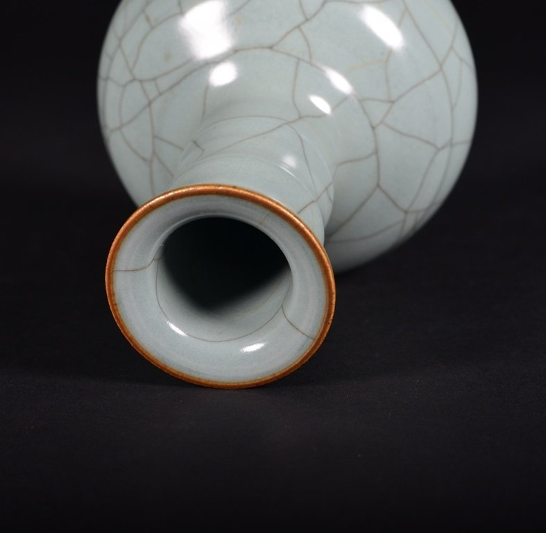 A GUAN- TYPE BOTTLE VASE - 4