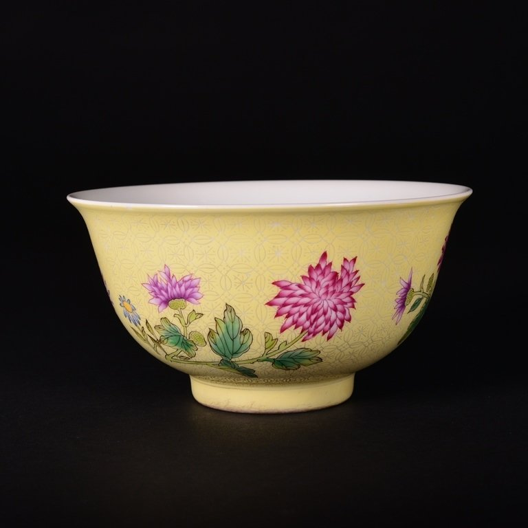A YELLOW-GROUND FAMILLE-ROSE BOWL