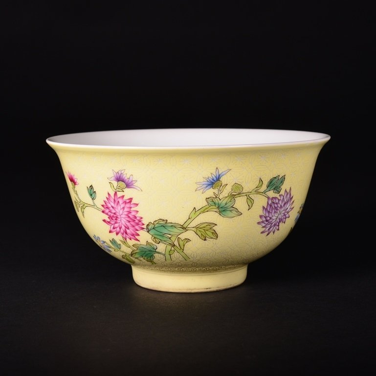 A YELLOW-GROUND FAMILLE-ROSE BOWL - 3