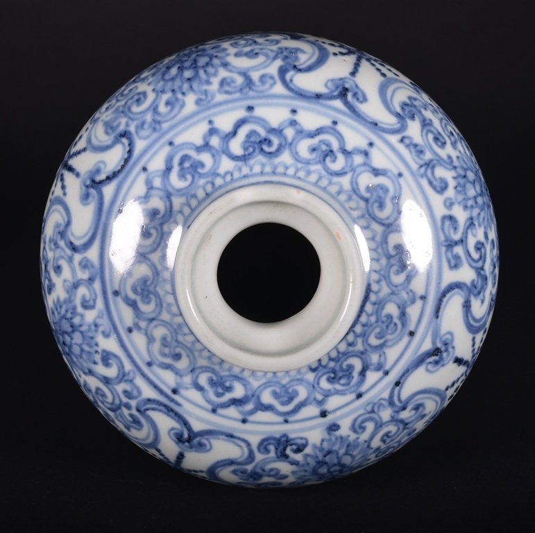 A BLUE AND WHITE MEIPING - 4