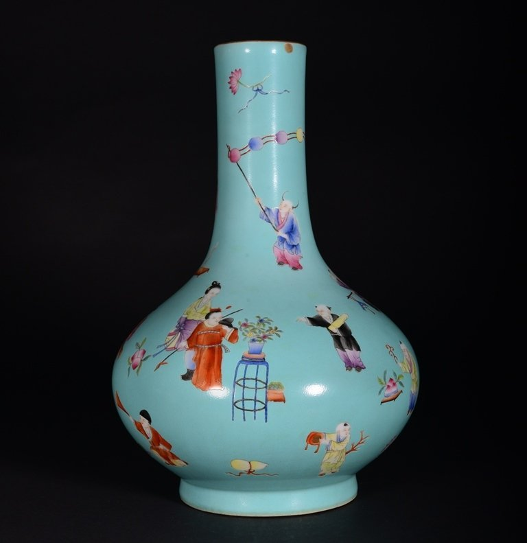 A TURQUOISE-GROUND FAMILLE-ROSE VASE