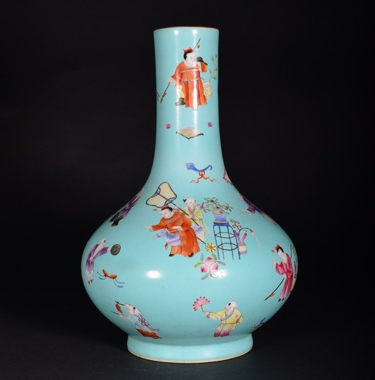 A TURQUOISE-GROUND FAMILLE-ROSE VASE - 2