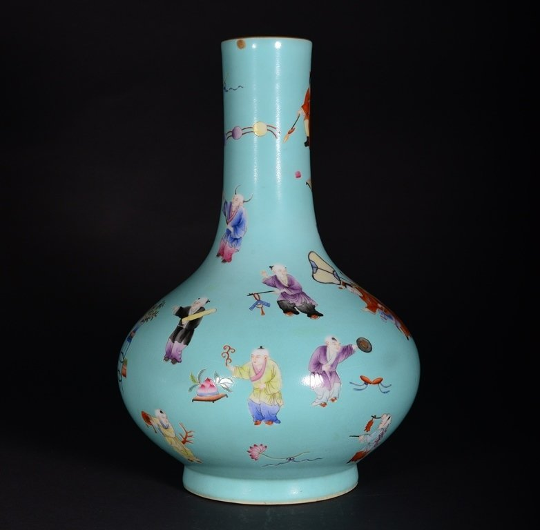 A TURQUOISE-GROUND FAMILLE-ROSE VASE - 3