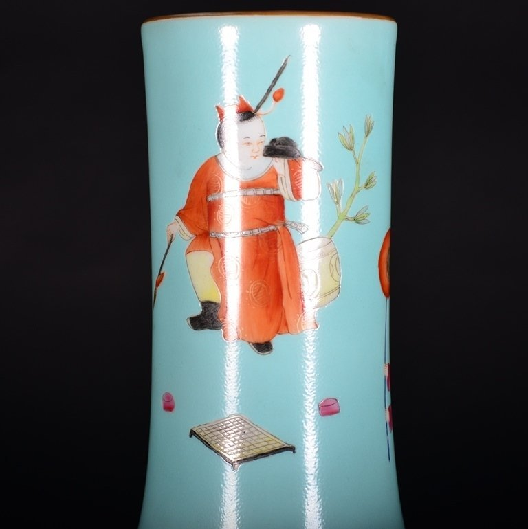 A TURQUOISE-GROUND FAMILLE-ROSE VASE - 4