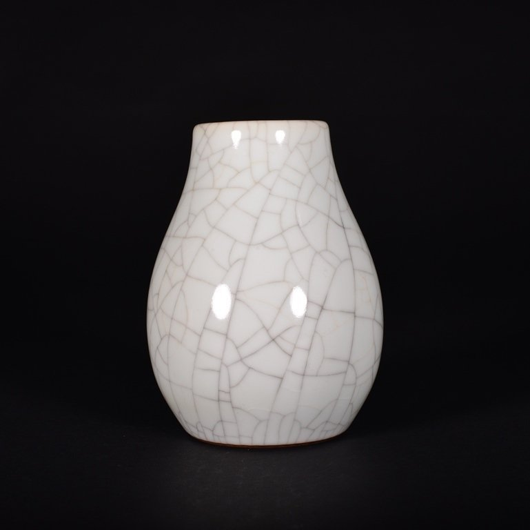 A GE-TYPE-GLAZED VASE
