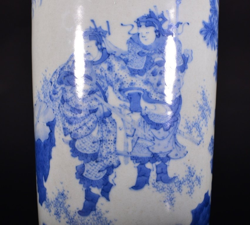 A BLUE AND WHITE VASE - 7