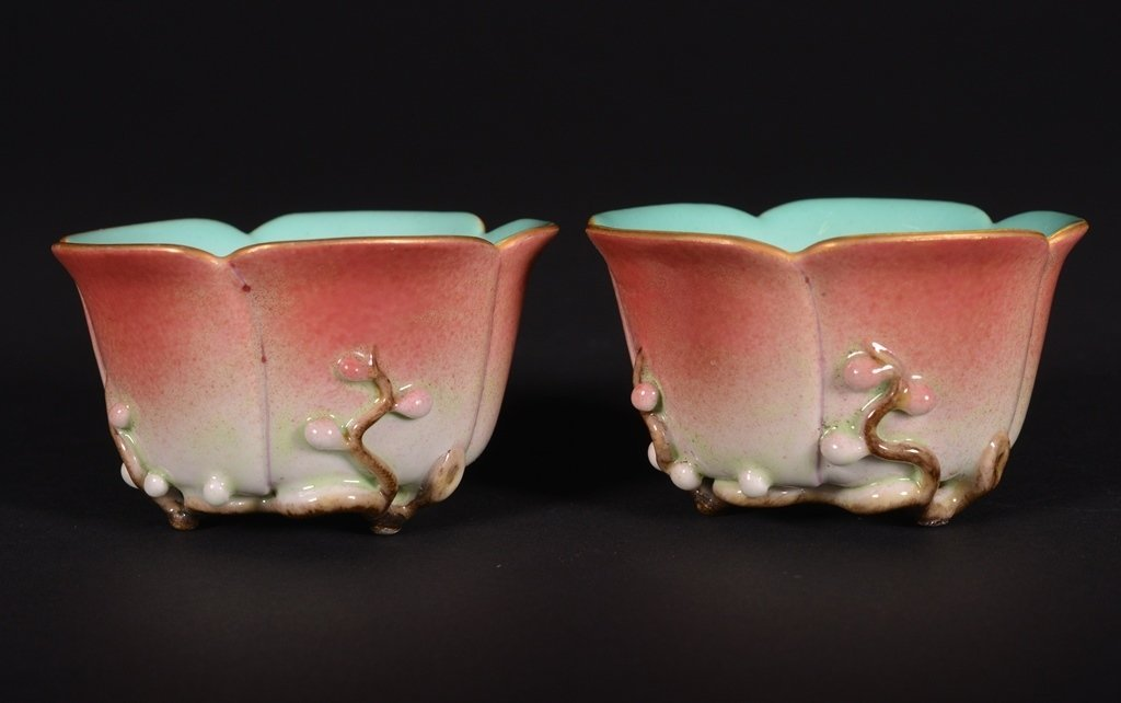 A PAIR OF FAMLLE-ROSE CUPS