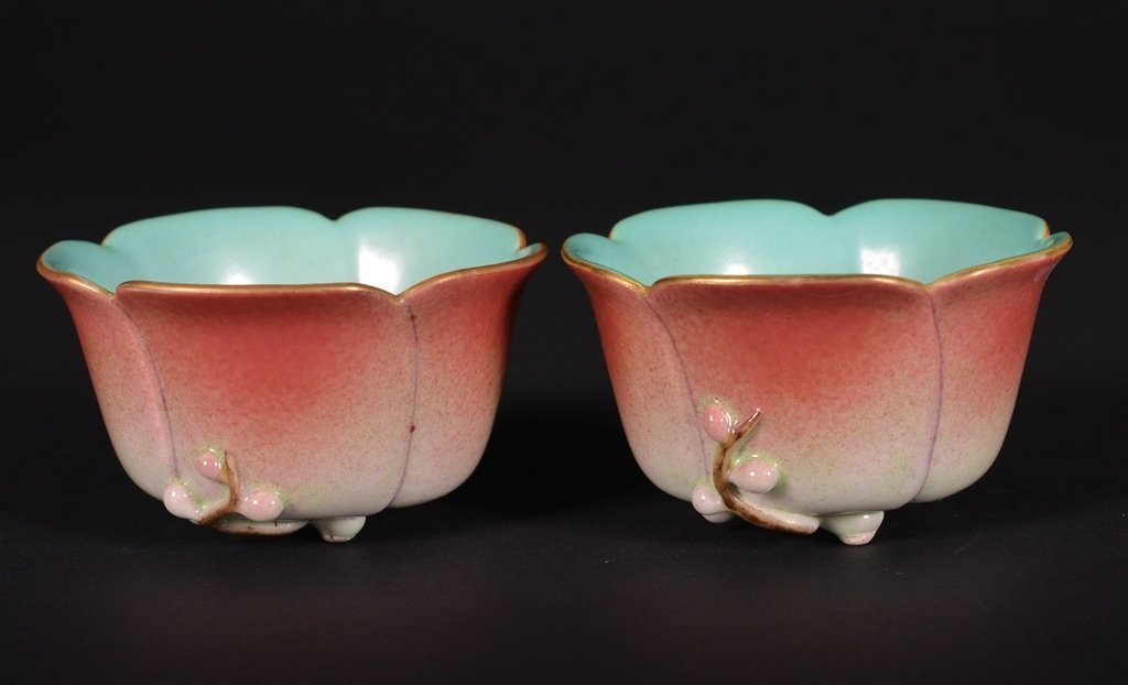 A PAIR OF FAMLLE-ROSE CUPS - 2