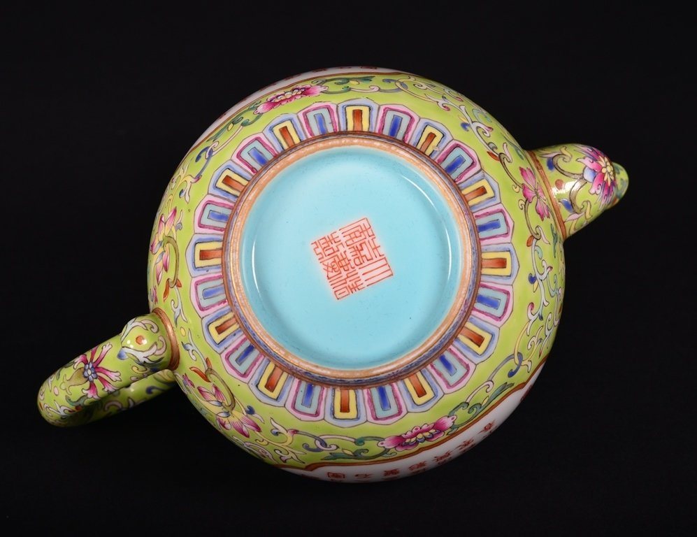 A LIME-GREEN-GROUND FAMILLE-ROSE 'POEM' TEAPOT - 6