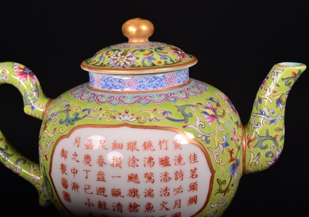 A LIME-GREEN-GROUND FAMILLE-ROSE 'POEM' TEAPOT - 7