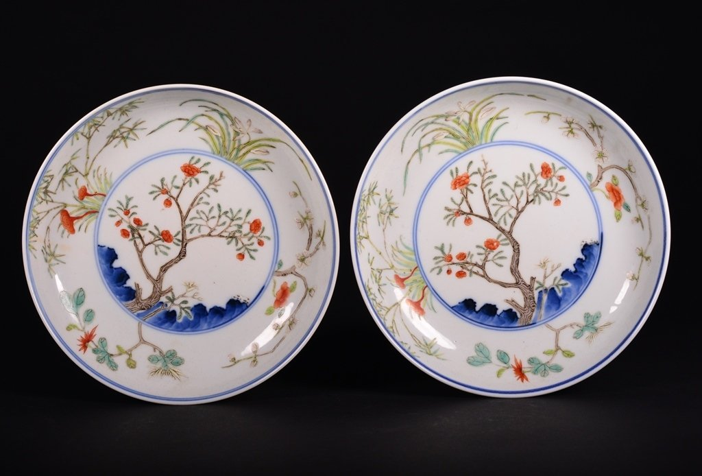 A PAIR OF FAMILLE-ROSE DISHES