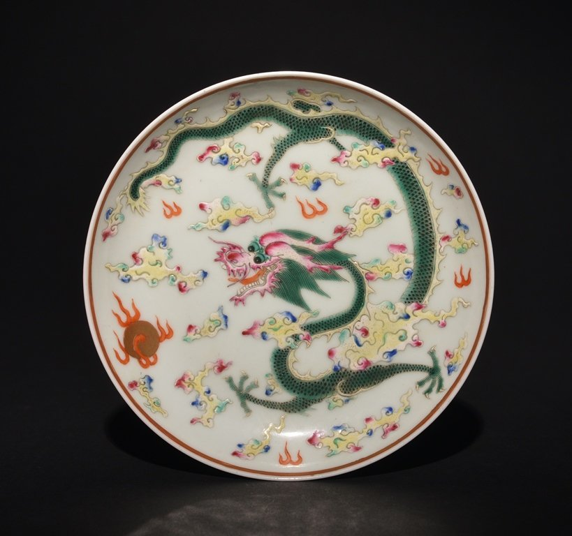 A FAMILLE-ROSE DRAGON DISH