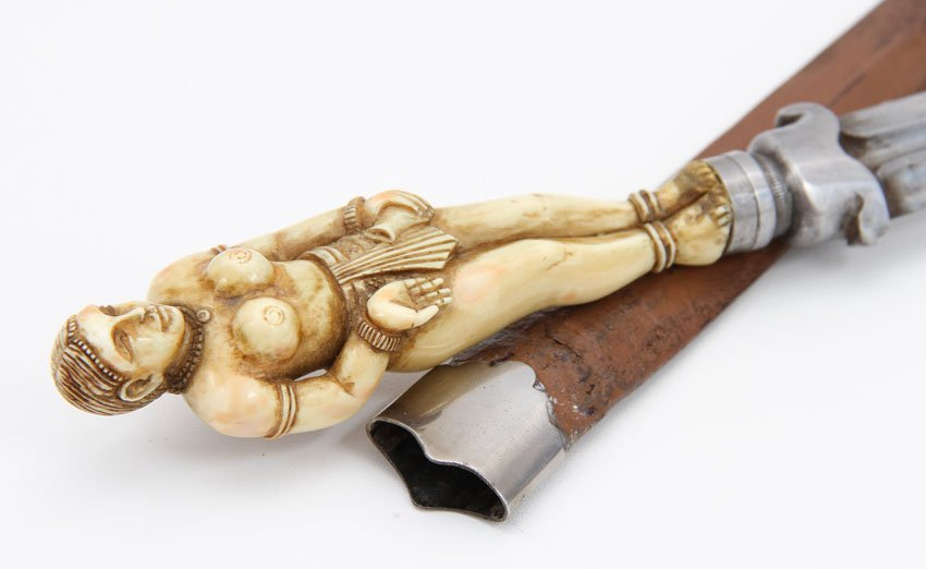 AN INDIAN DAGGER WITH FIGURAL HILT GOA, 18TH - 9