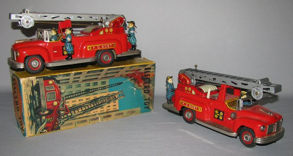 20: BOXED NOMURA ELECTRO TOY FIRE TRUCK