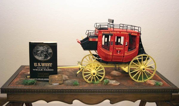 11: Scale Stagecoach with Showcase