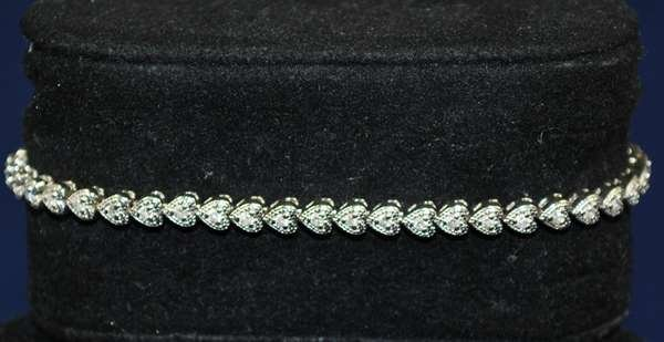 11: 14KT W.G. DIAMOND HEART BRACELET
