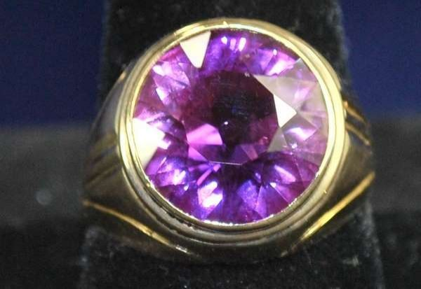 19: MENS 14KT Y.G. SYNTHETIC ALEXANDRITE RING