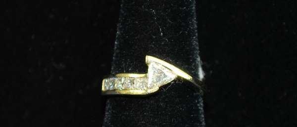 6: 18KT Y.G. TRILLION AND PRINCESS DIAMOND RING