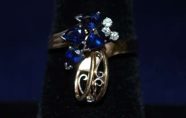 11: 14KT Y.G. SAPPHIRE AND DIAMOND RING