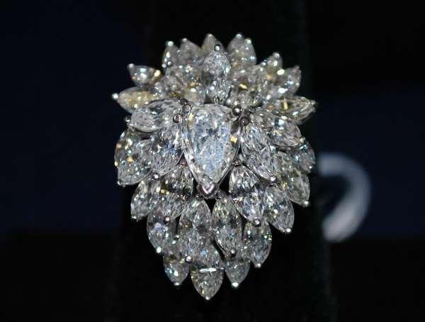 65: PLATINUM DIAMOND COCKTAIL RING 7.00CT